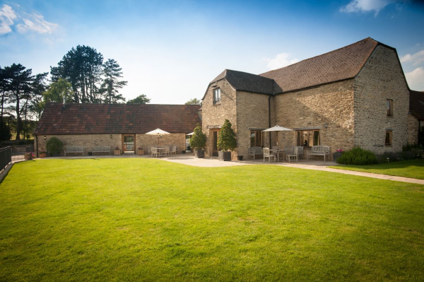 Kingscote Barn - Wedding Venue - Tetbury - Gloucestershire
